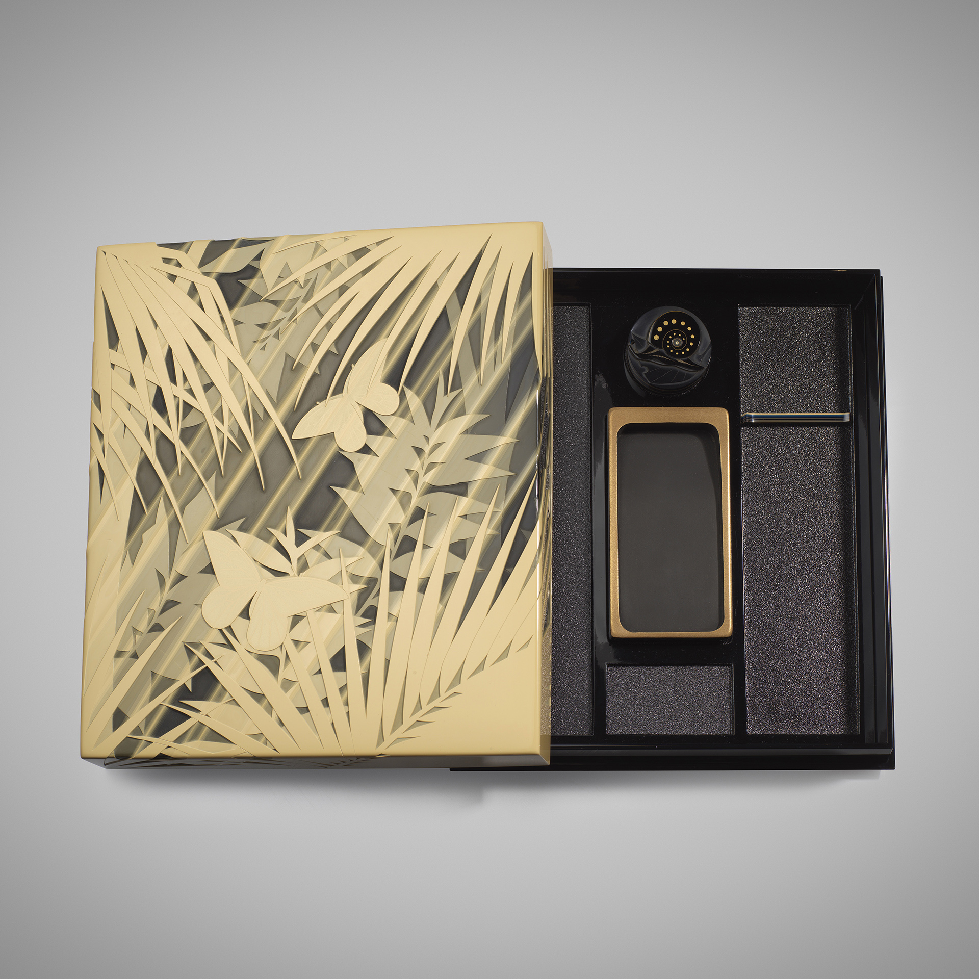 Matsubara Hiroaki (b. 1967) A contemporary lacquer writing box carved with the design of butterflies in the morning sun. Heisei era, 2008. 5 x 32.5 x 26.5 cm