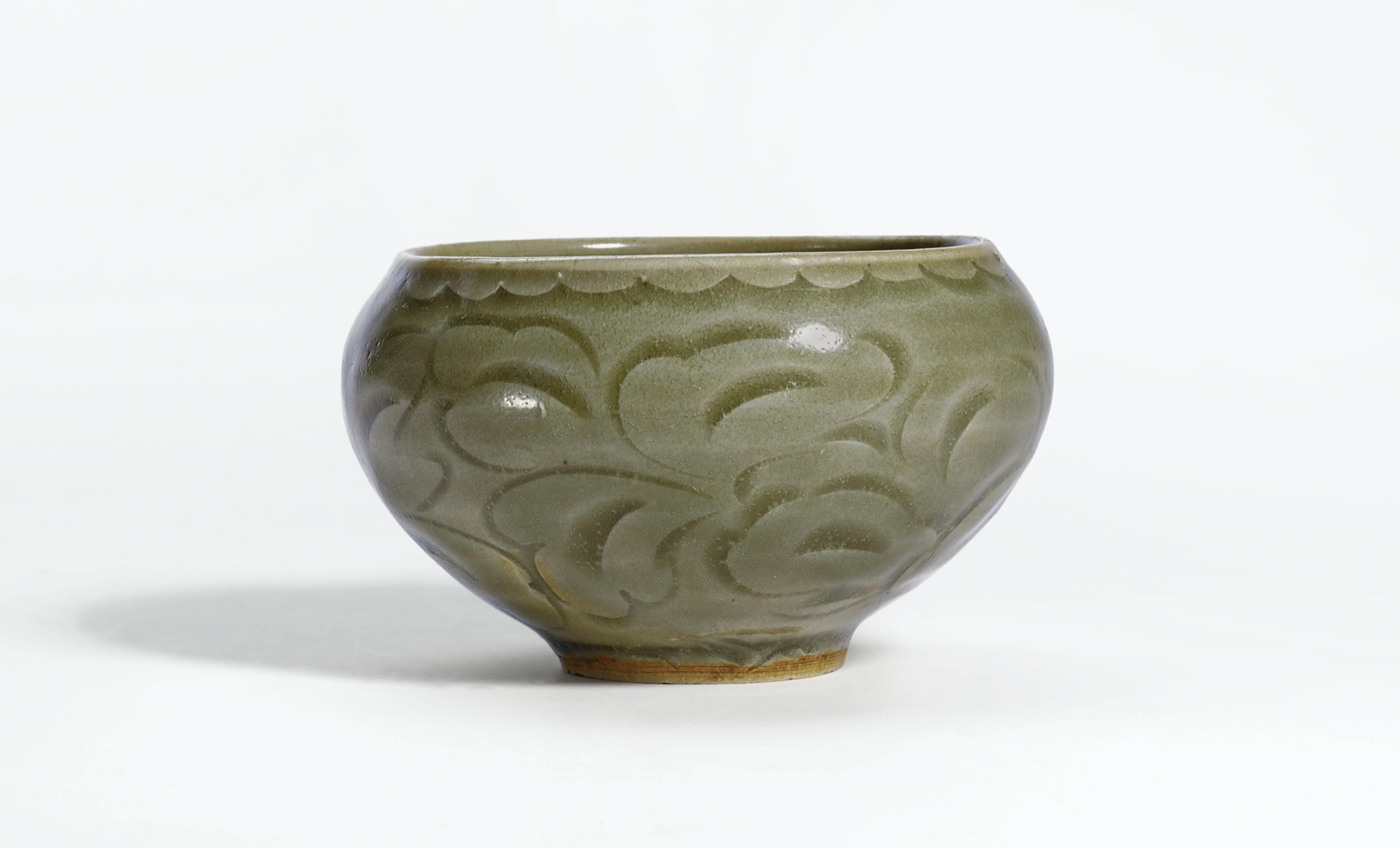 A small carved 'Yaozhou' bowl incised with floral pattern, Northern Song dynasty, Dimensions: 9.5cm diameter