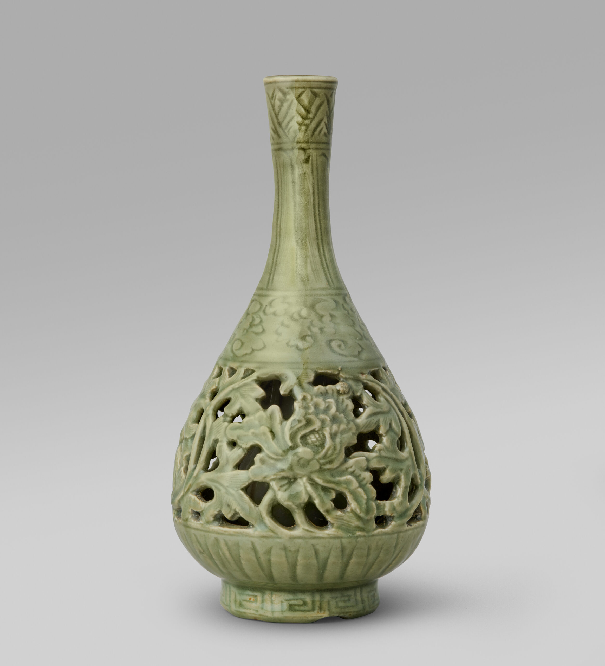 A rare reticulated Longquan celadon pear-shaped vase 'Yuhuchunping', with incised decoration (Yuan dynasty, 1279-1368)