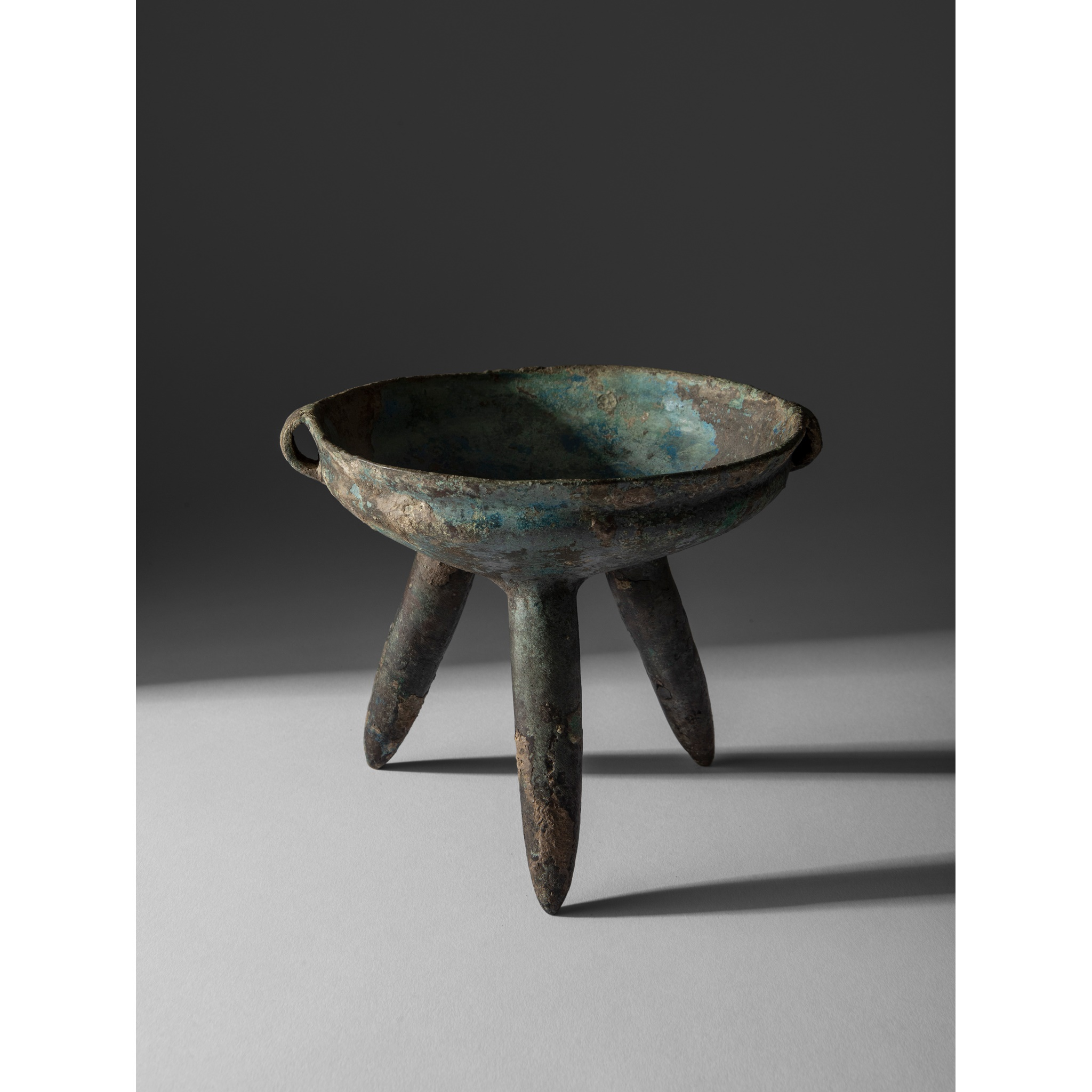 VERY RARE BRONZE RITUAL TRIPOD VESSEL | NEOLITHIC-TO-BRONZE-AGE-STYLE, MONGOLIA, DONGHU TRIBE, Provenance: formerly in the Robert Hatfield Ellsworth (1929-2014) Collection, acquired from Sotheby's New York on 19th March 2002, lot 30, 18.5cm wide
