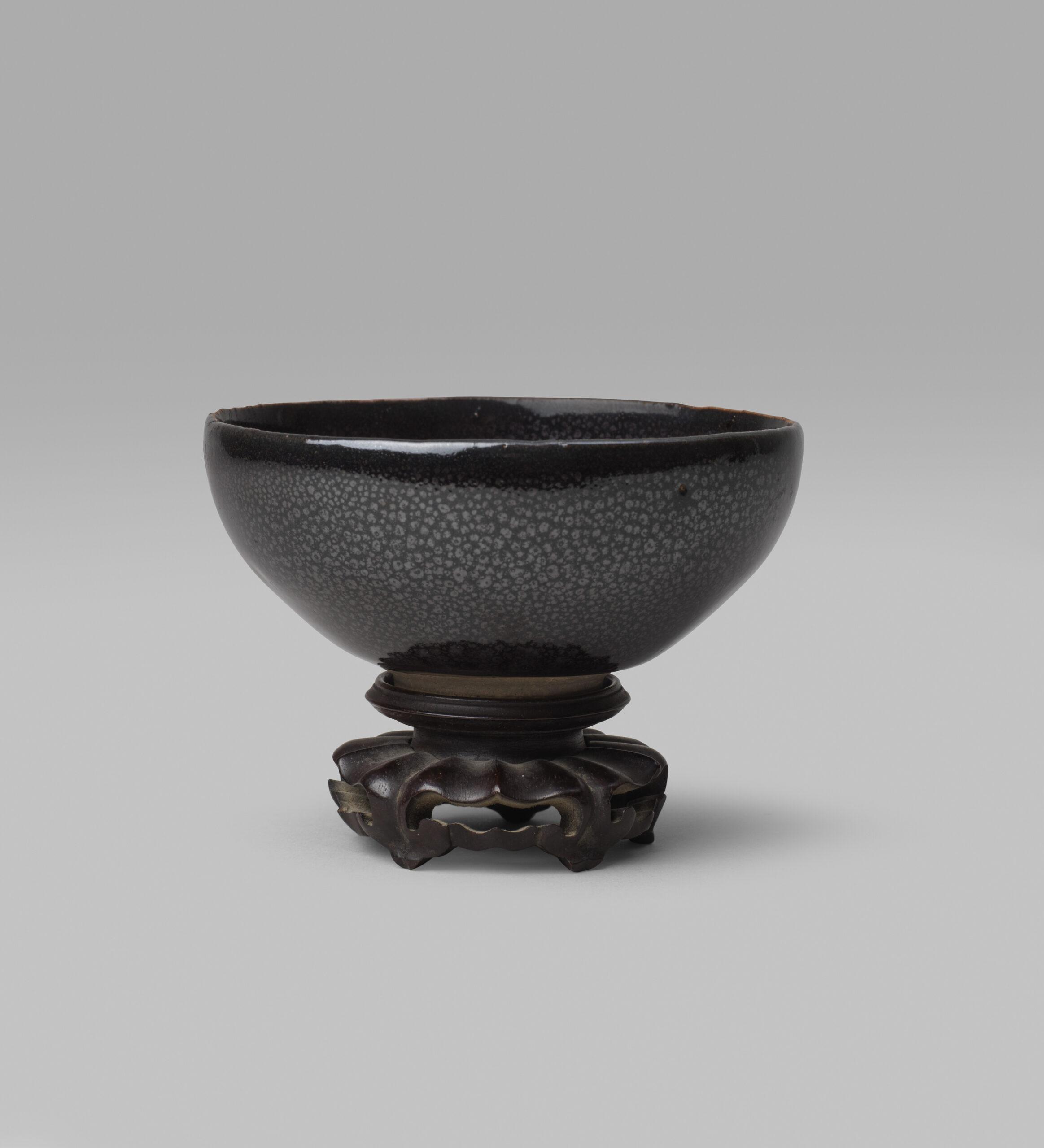A small black-glazed Cizhou-type 'oil spot' bowl (Song/Jin dynasty, 960-1234)