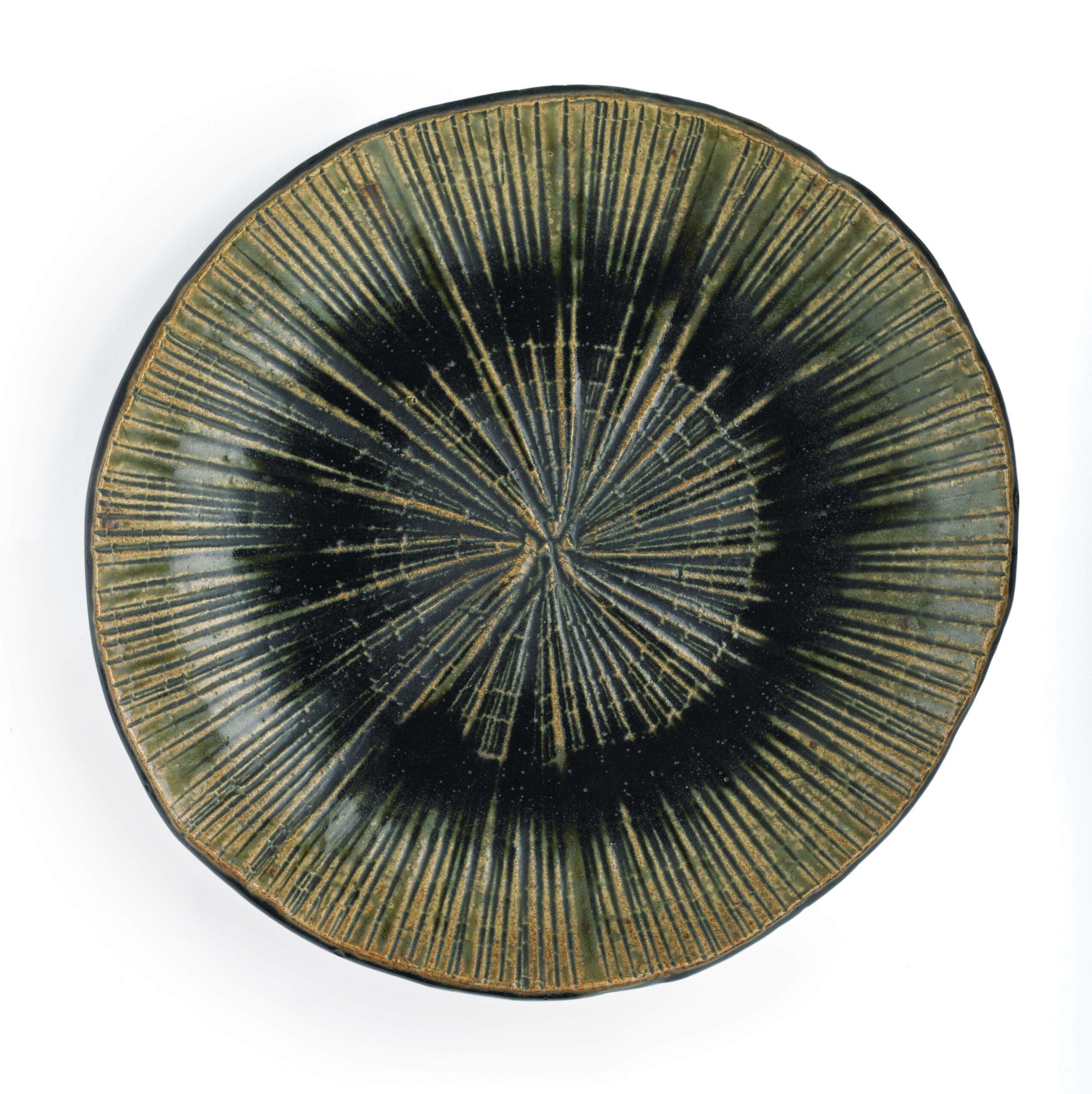 DISH by KATO Shigetaka (1927-2013)  Showa period, 1970/80s Oribe stoneware
