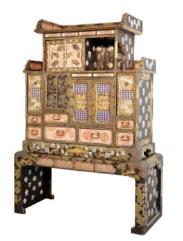 A FINE JAPANESE LACQUER CABINET