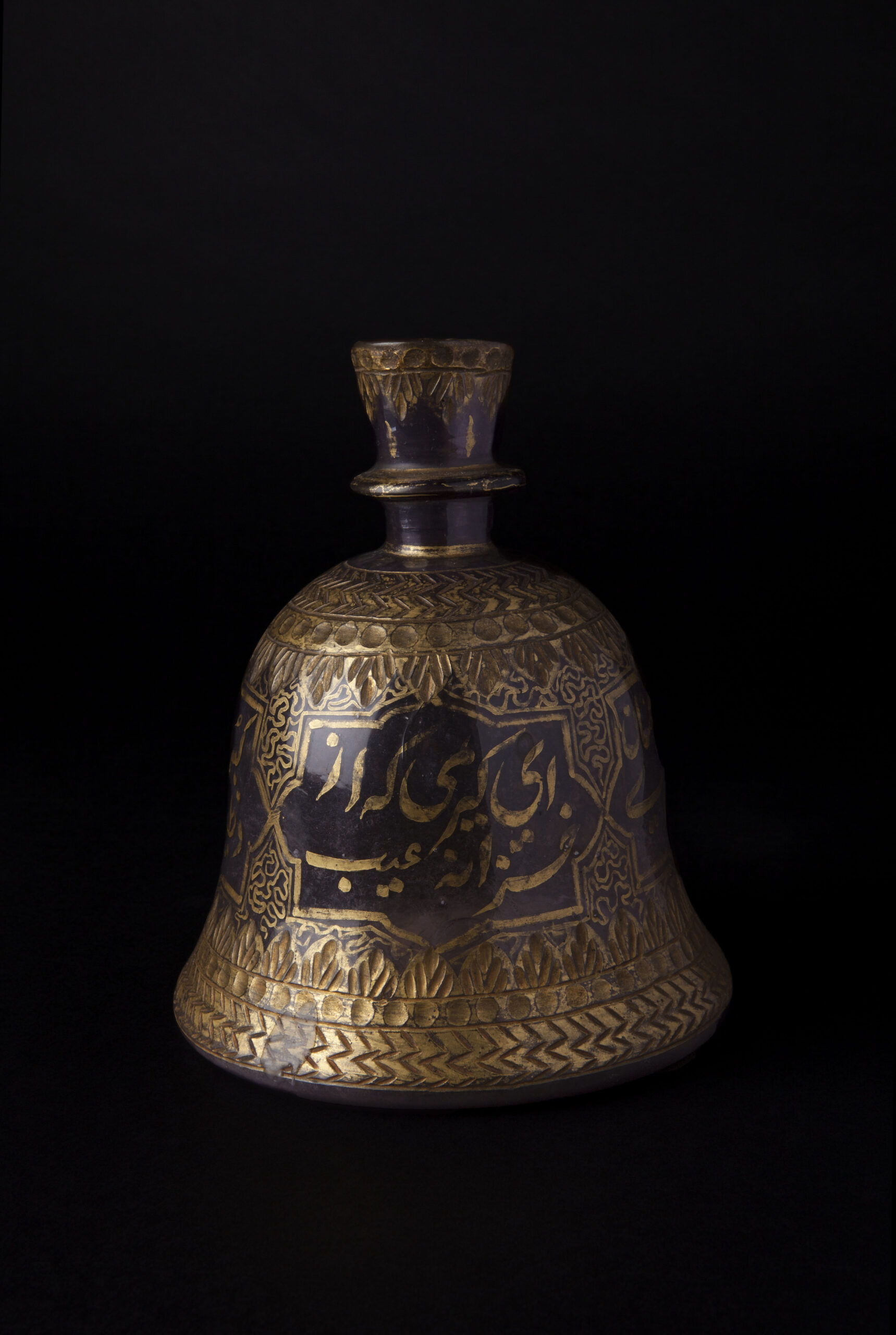 AN AMETHYST GLASS AND GILDED HUQQA BASE, Mughal 17 – 18th Century