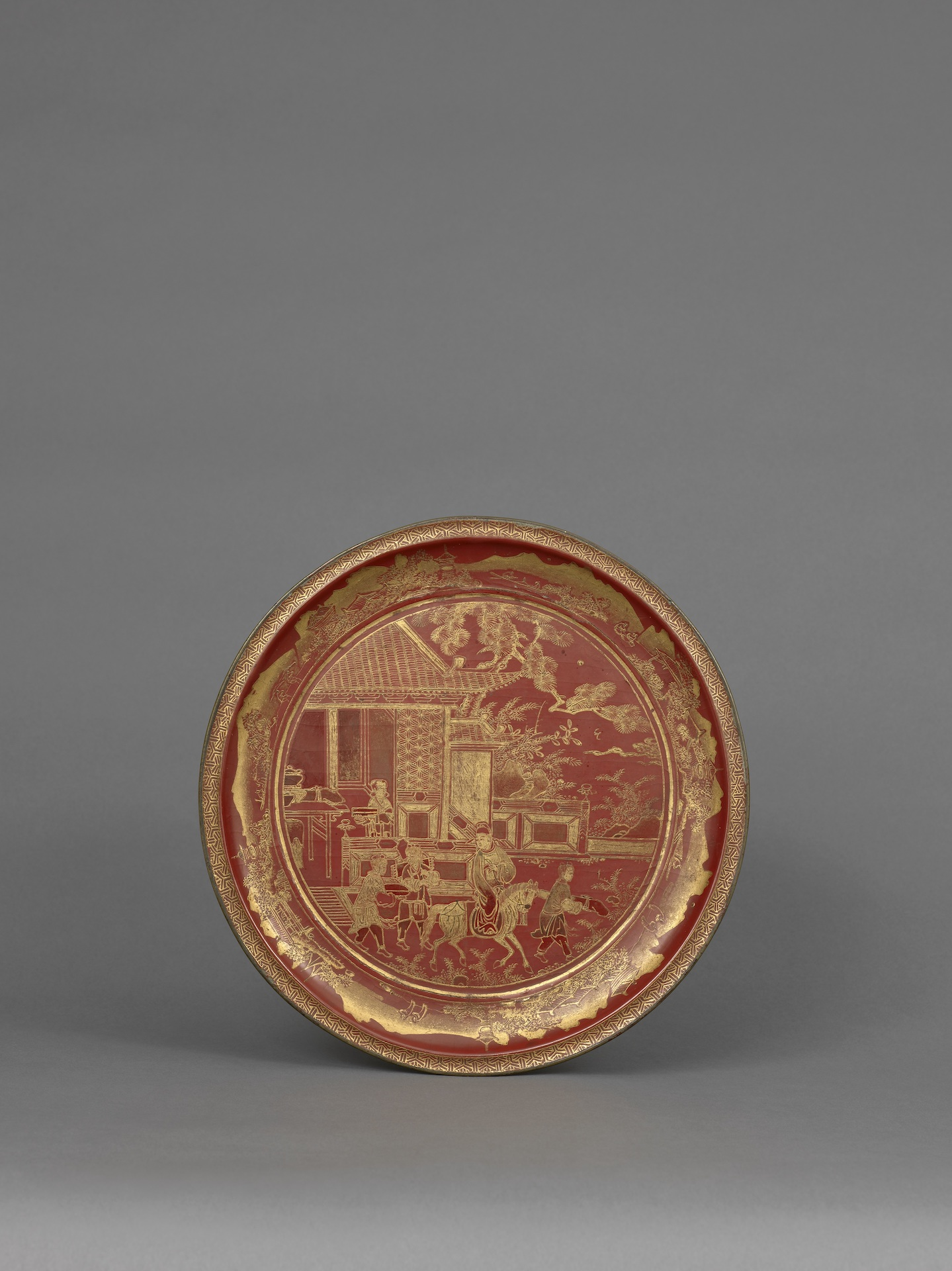 A GILT AND LITHARGE PAINTED RED LACQUER FOOTED DISH Ryukyu Islands, 18th century Diameter: 26.5 cm, 10 ½ inches
