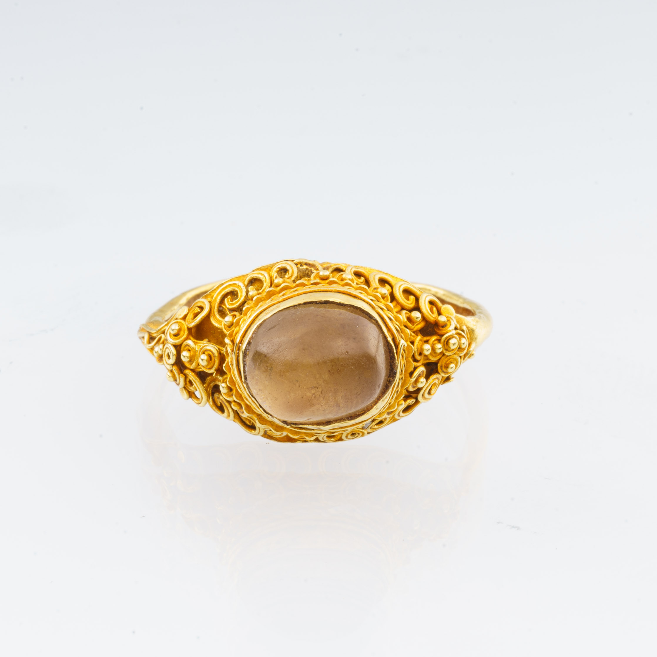 A GOLD AND CRYSTAL RING, Ayyuthya, Thailand 17 – 18th Century