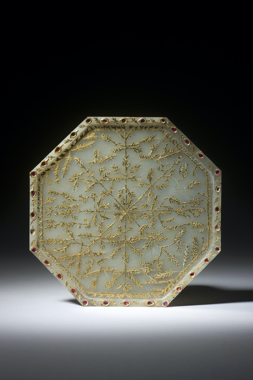 AN OCTAGONAL INLAID JADE PLATE India 18 – 19th Century
