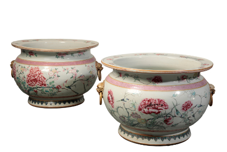 A MAGNIFICENT PAIR OF CHINESE FAMILLE ROSE FISH BOWLS