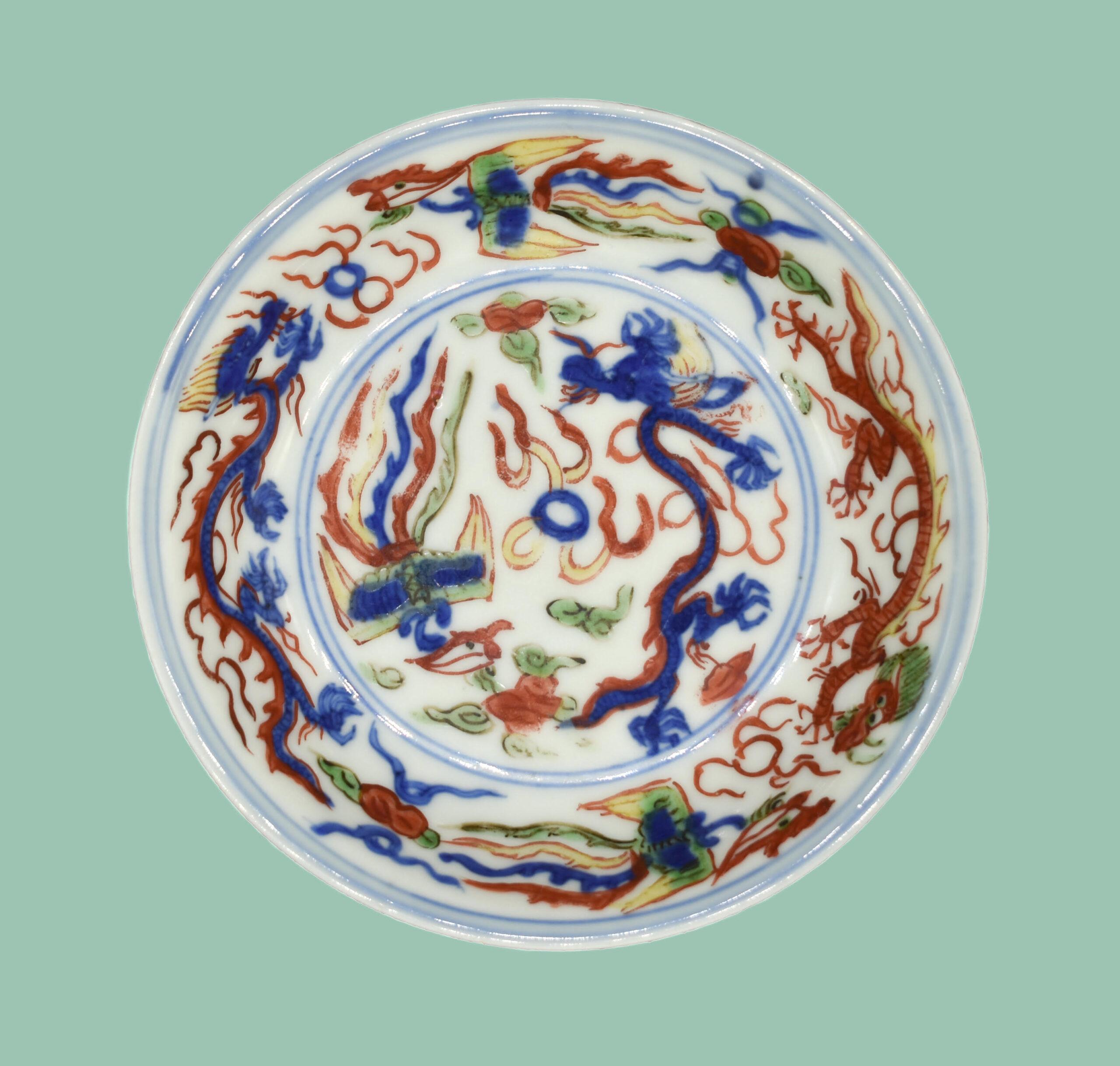 A Fine Wanli Mark and Period Wucai Dragon and Phoenix Dish, Wanli Period (1573-1620), Ming Dynasty D:11.2cm