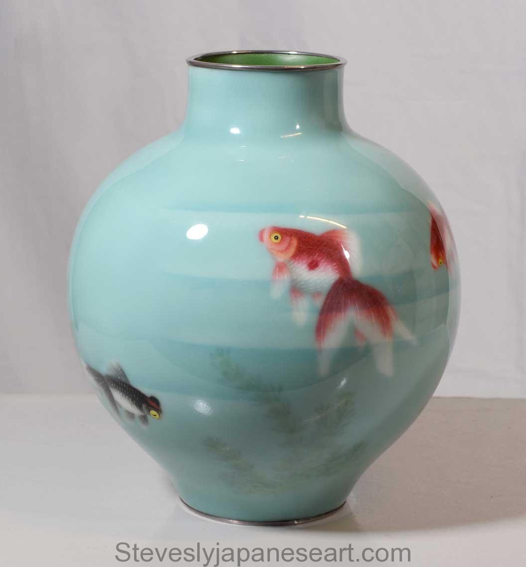 Meiji/Taisho period (1868-1912/ 1912-1926), Cloisonné vase almost certainly by Gonda Hirosuke, circa 1920's Height: 25cm, 9.75 inches Diameter: 23cm, 9 inches