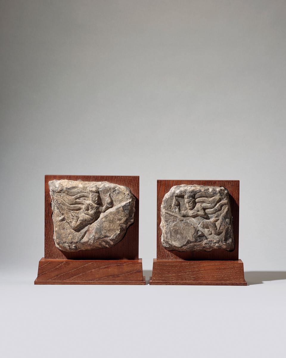 Pair of carvings of Apsara, Longmen caves, Northern Wei Dynasty