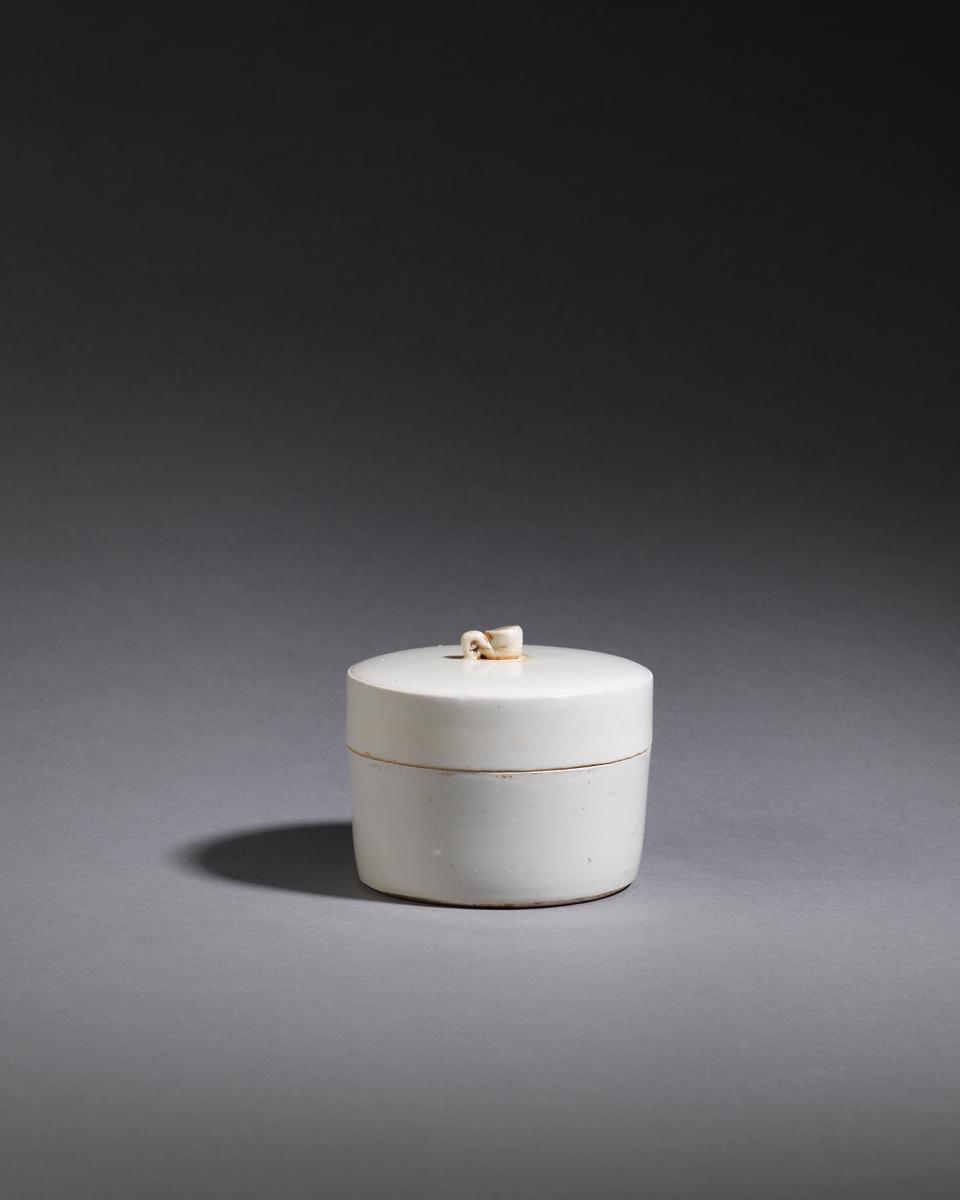 A Fine Ding Ware Tea Caddy, Song Dynasty (AD960-1279) 宋朝定窯茶葉罐 Diameter: 11.5cm / High: 10cm