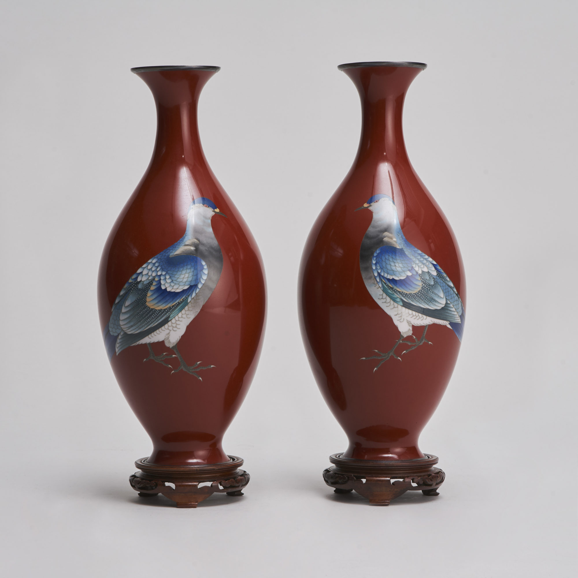 Gonda Hirosuke   An exquisite pair of Japanese Cloisonne vases (Gonda Hirosuke)