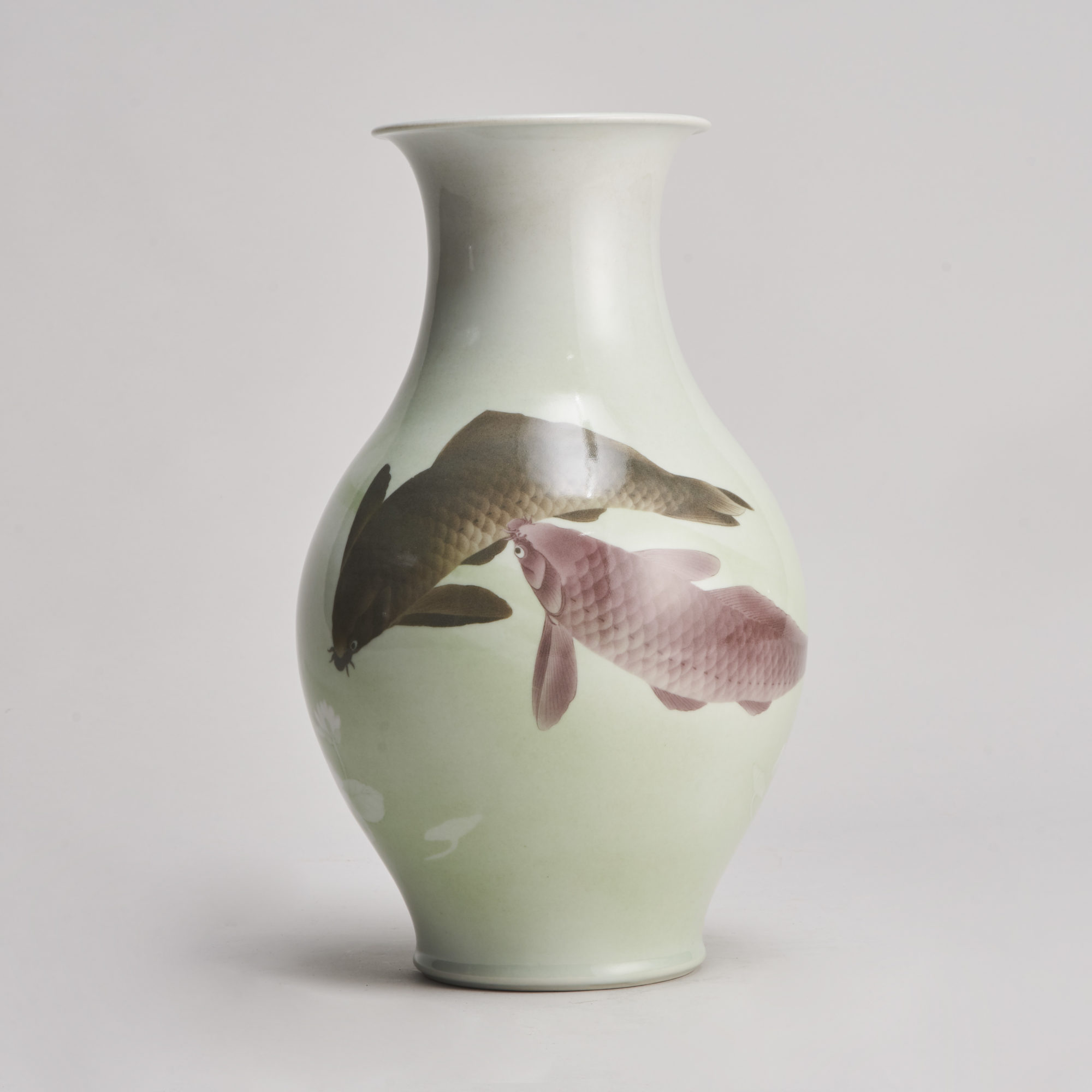 Makuzu Kozan   A delightful Japanese vase with Carp decoration signed Makuzu Kozan