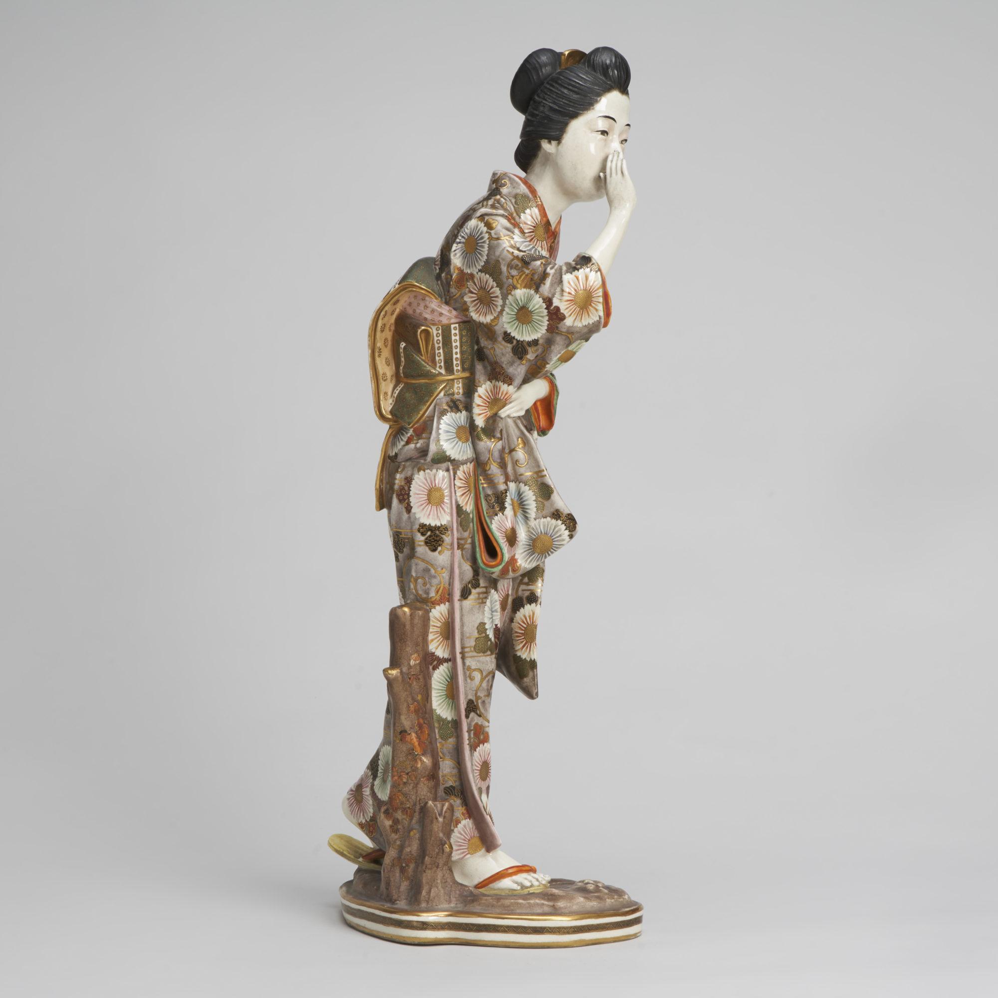 Kinkozan Bijin figure   A beautiful, large, Satsuma figure of a Bijin by Kinkozan